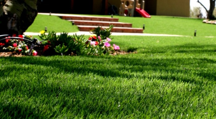 What Are The Advantages of Artificial Lawns?