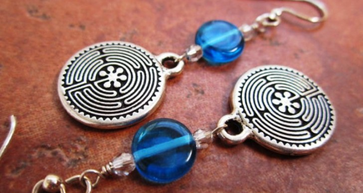 The History and Lucky Charm of Irish Jewelry